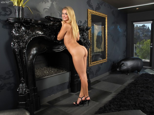 736 050 631x473 Natalia Starr   In The Crack